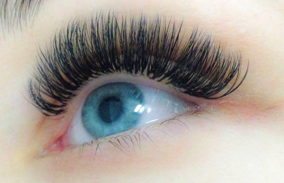Caroline's tips to prolong your mink eyelash extensions! - Beauty